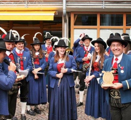 Herz-Jesu-Festl in Barwies - Musik-Lyra für den MK-Kapellmeister, Foto: Gerhard Peskoller