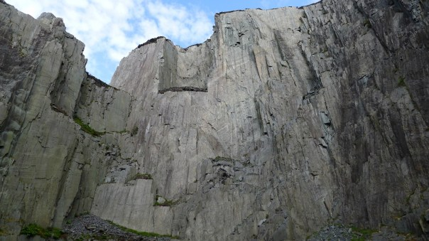 The West Wall of Twll Mawr. Photo- Calum Muskett