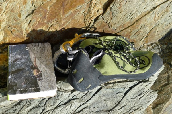 Sun, rock, guidebook and climbing boots. What more do you need?