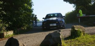 Dwa białe pasy na niebieskim tle, to musi być GT500- autor zdjęcia Maciej Chajski