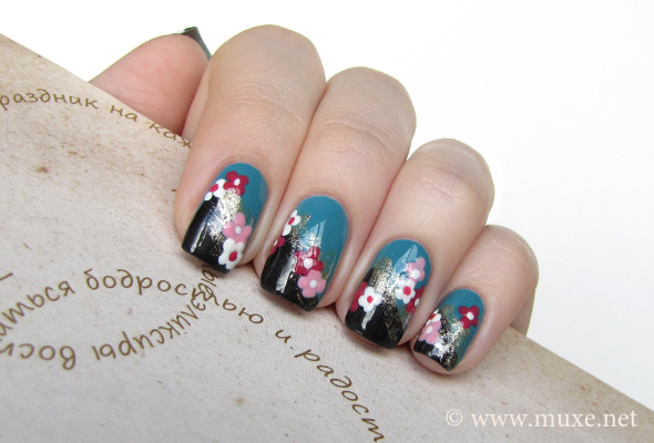 Pink flowers on nails