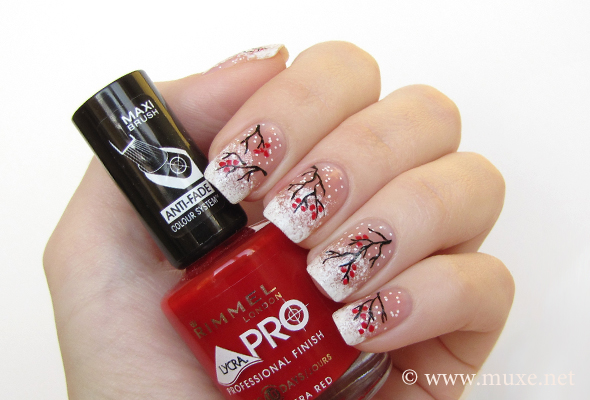 Winter nail design in white and red
