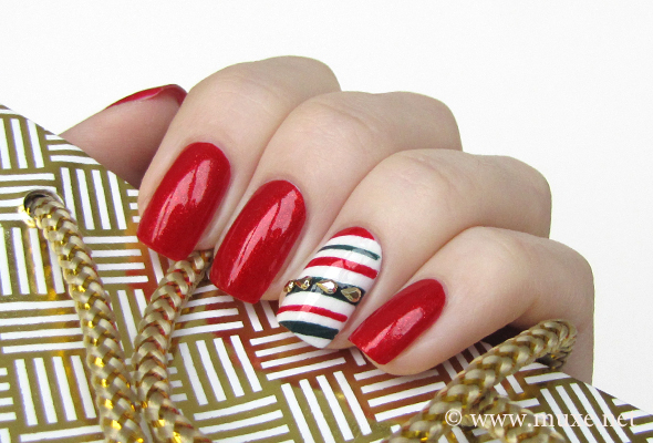 Candy cane Christmas nail art