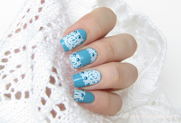 Blue lace nails