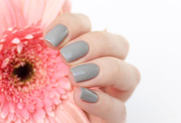 Grey nails manicure