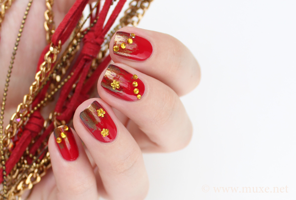 Red nails with golden gradient
