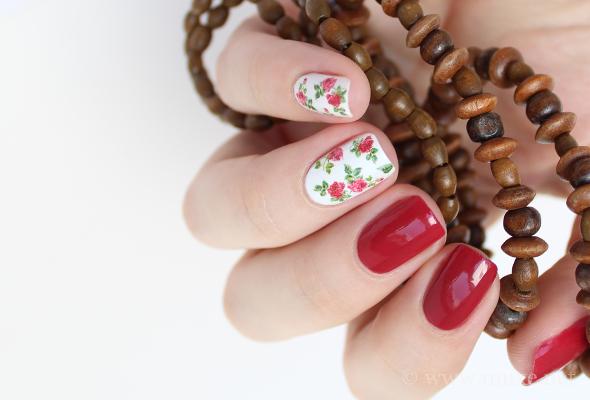 Red roses nail design