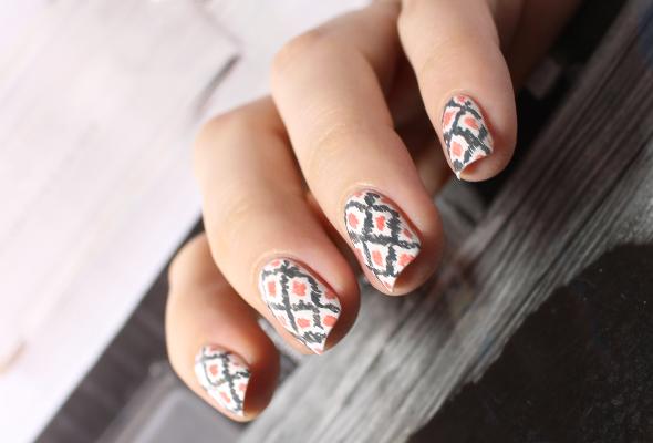 Ikat nail design pattern in grey