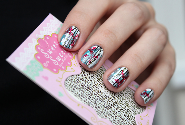 Vertical text lines nail design