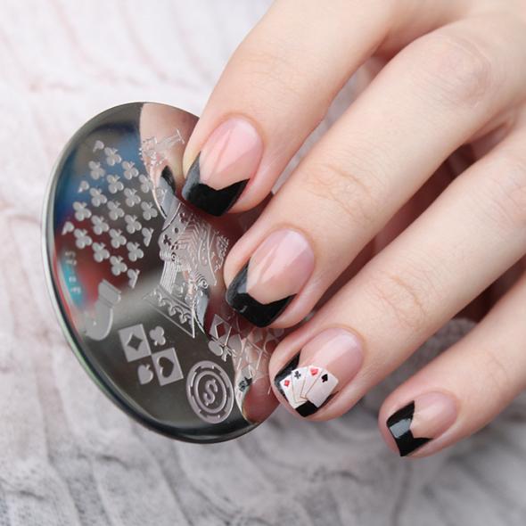 Black and white poker nails