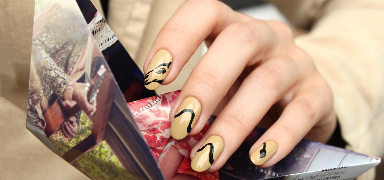 Camel nail design