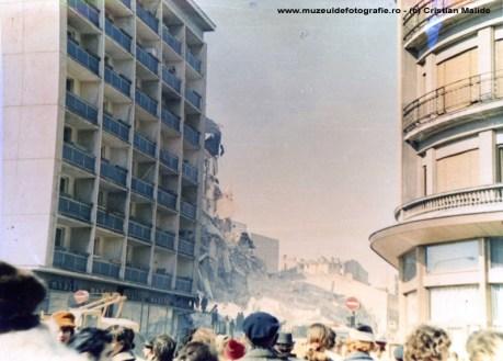 Blocul Nestor aflat pe Calea Victoriei, oarecum vizavi de Hotel Hilton, pe locul Hotelului Bucuresti. Avea la parter o cofetarie celebra.