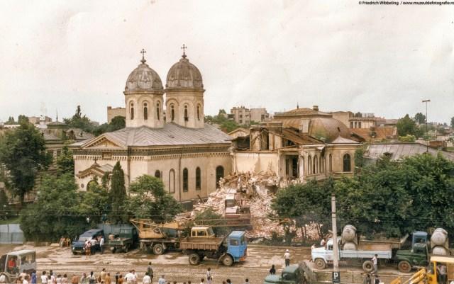 Biserica Sf. Vineri, cu putin timp inainte de demolare.