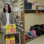 Algonquin School Principal Rima McGeehan visited each classroom on the first day of school Wednesday handing out Popsicles and telling students about herself. –RA ARCHIVE