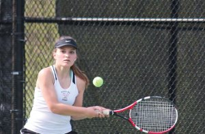 Woodland's Elif Abedin lines up a shot versus Seymour's Claudia Iacomacci Monday in Beacon Falls. Woodland won the match, 4-3. –ELIO GUGLIOTTI