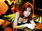 Alyson Hannigan Red Knuckle Wallpaper