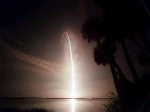 night time shuttle launch