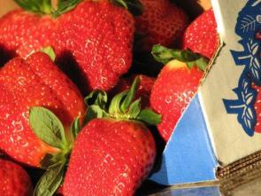 Mmmm More Sexy Strawberries….