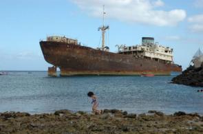 Shipwreck Wallpaper