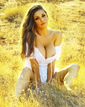 NSFW – Lucy Pinder in a field