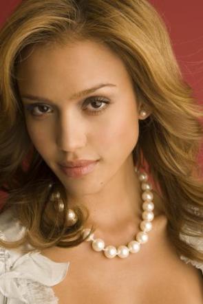 Jessica Alba – Fancy Necklace