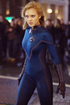 Jessica Alba – Invisible Woman On The Street