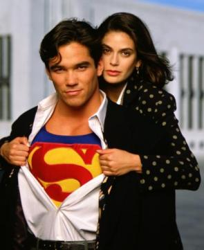 Lois & Clark – Shirt Pull