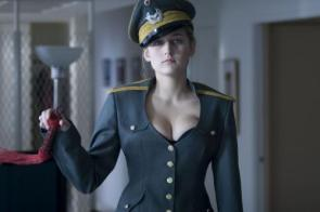 NSFW – Leelee Sobieski Military Uniform