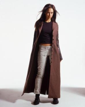 Dark Angel – Jessica Alba – Trenchcoat