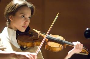 Jessica Alba – professional violinist