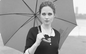 Zooey Deschanel – umbrella