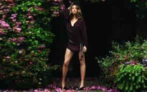 jessica biel – garden legs