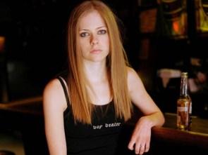 Avril Lavigne beats off boys