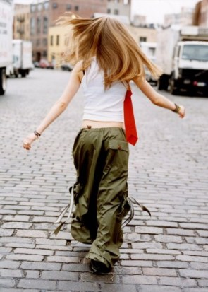Avril Lavigne Has A Baggy Butt