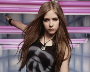 Avril Lavigne Has A Locked Neck
