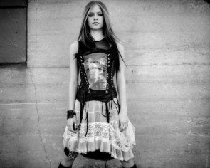 Avril Lavigne Has Bad Taste In Clothing