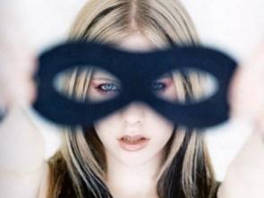 Avril Lavigne is masked