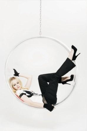 Avril Lavigne Sleeping In A Hoop