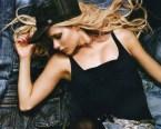 Avril Lavigne Sniffs Her Pits