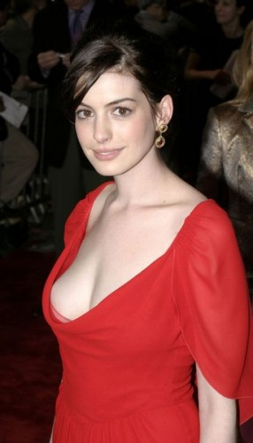 anne hathaway in red