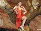 Kristen Bell Rides A Tree