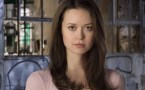 Summer Glau – Cute Smirk