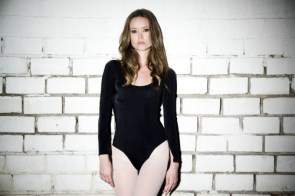 summer glau is very flexible pictures 02