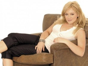 hillary duff – reclined