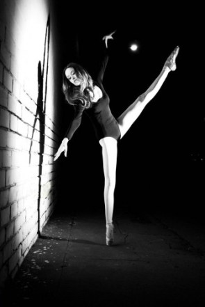 summer glau is very flexible pictures 01
