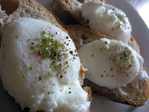 poached eggs with moccha salt