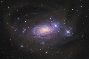 Star Streams and the Sunflower Galaxy