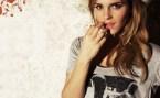emma watson finger wallpaper