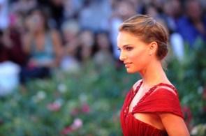 natalie portman red dress wallpaper