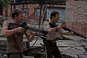 walking dead – crossbow and shotgun